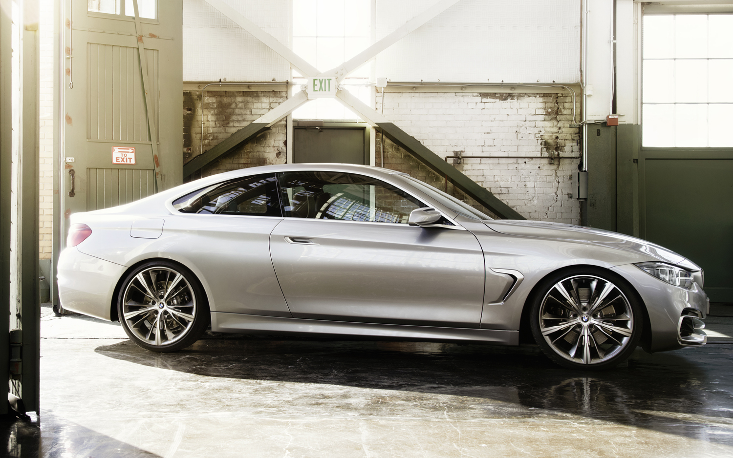 BMW-4-Series-coupe-concept-right-side.jpg