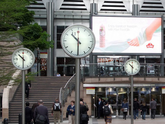 swiss_railway_station_clock.jpg